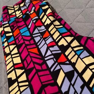Lularoe OS Black Geometric Stained Glass Leggi ng